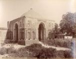 Ala-ood-Deen's [ud-din] Gateway, Kutub [Qutub] Minar, Delhi
