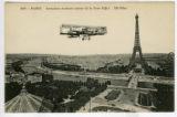 Aéroplane évoluant autour de la Tour Eiffel