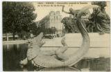 Crocodile ornant le Bassin, de la Place de la Nation